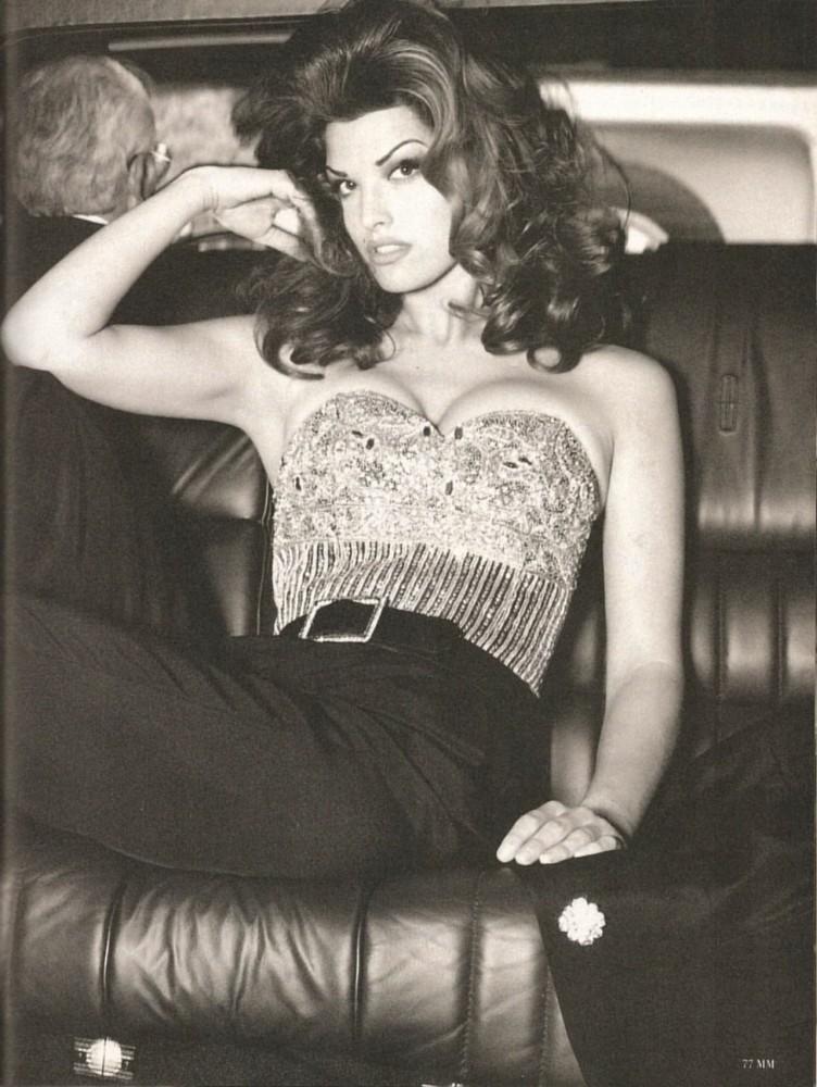 Flashback: Un poco de Cindy Crawford + el toque de Raquel Welch = La modelo Shana Zadrick