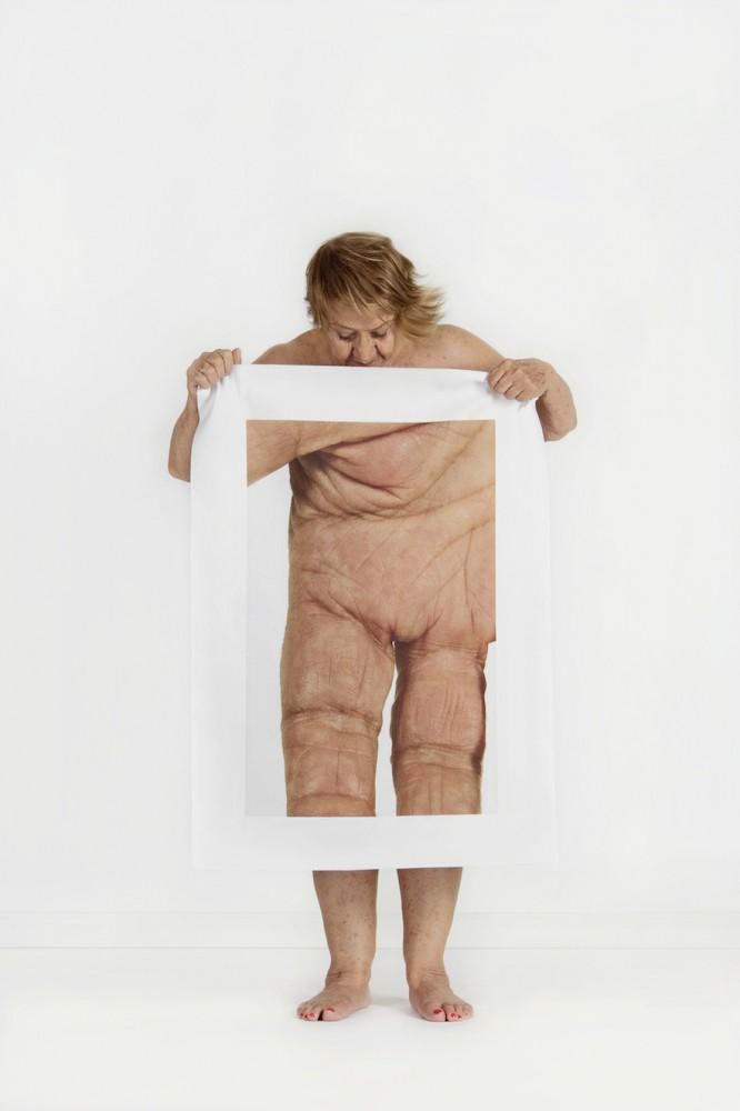 """""""Twice into The Stream"""": La serie fotográfica que reflexiona sobre la visión de nuestro propio cuerpo"""