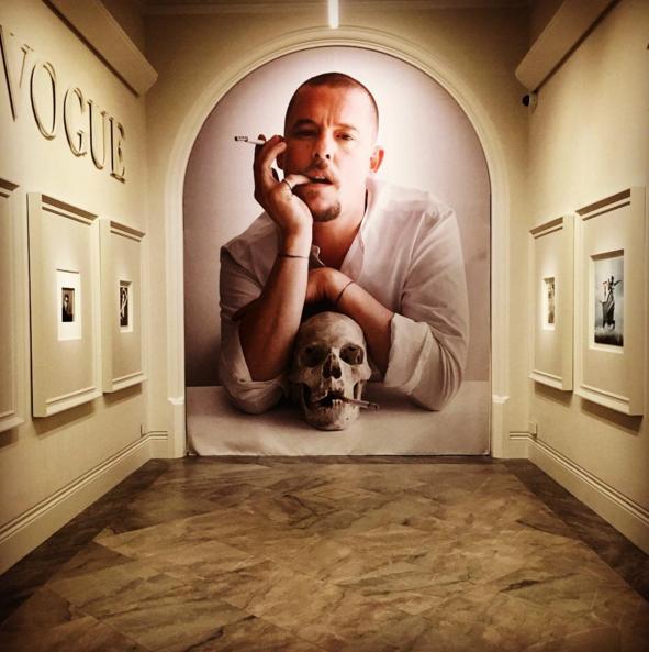 """""""Vogue 100"""": La exhibición en Londres que celebra los 100 años de la revista Vogue UK"""