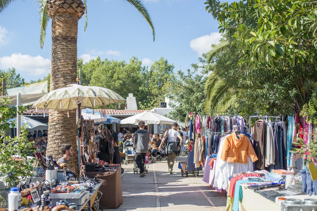 Moda en Ibiza: Mercadillos y boutiques que puedes ir a recorrer gracias a Heineken