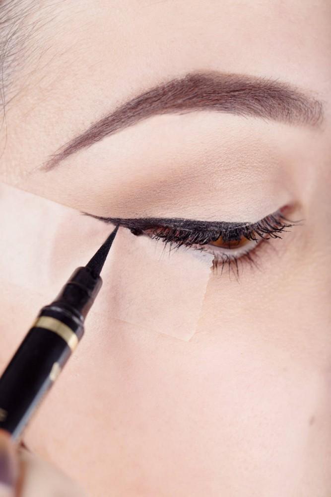 Ayúdate a ti mismo: Los tutoriales de maquillaje con scotch más fáciles y seguros