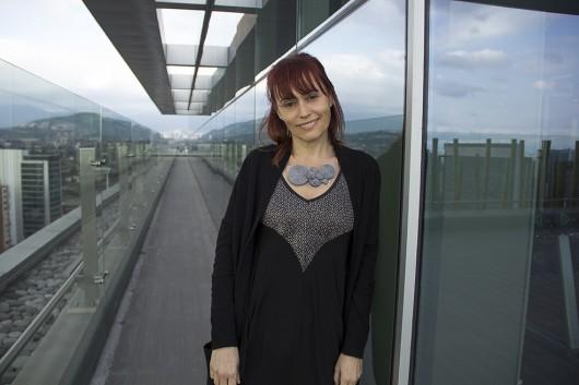 Entrevista a Doris Viñas, la creadora de la joyería con cierres que da vuelta al mundo y llega a Chile