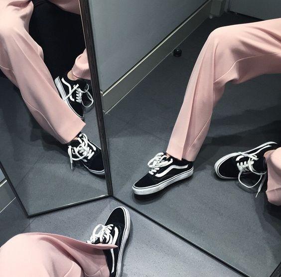 Elegancia y comodidad: Cómo combinar los zapatos deportivos con ropa formal