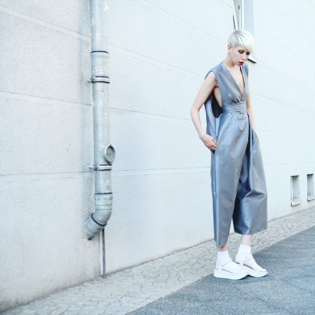 Inspiración visual para llevar un look minimalista al estilo @jennymustard