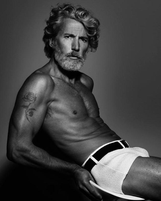 Aiden Brady, el modelo de 50 años que se roba las miradas del mundo