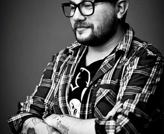 """Entrevista a Marcelo Bhanu, maquillador profesional: """"El mercado chileno es muy """"contenido"""", siempre trata de lograr producciones de moda """"lindas y correctas"""""""