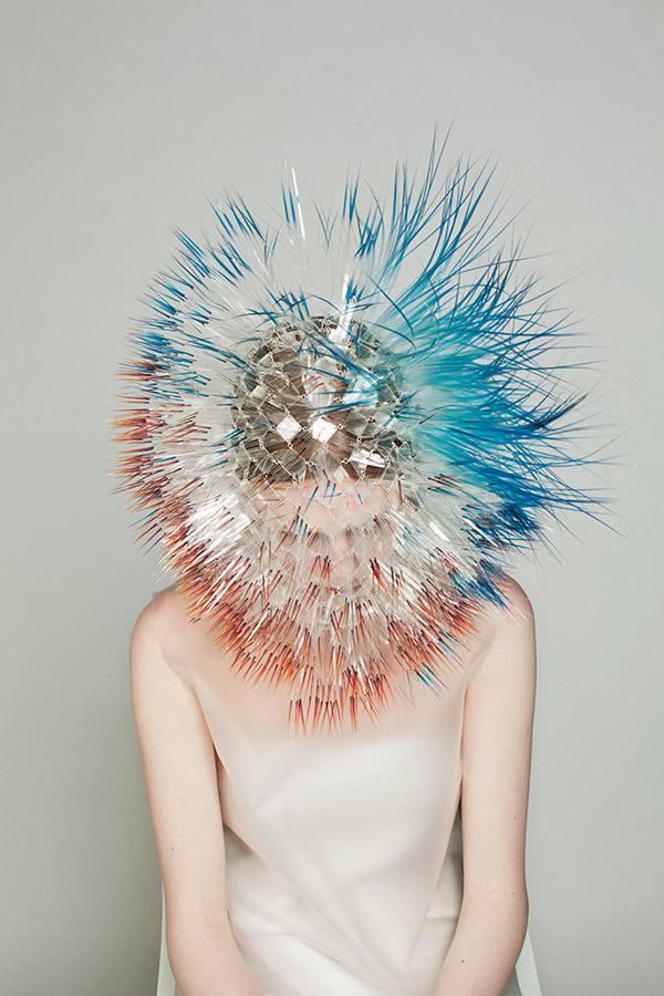 Los accesorios, máscaras y sombreros de Maiko Takeda