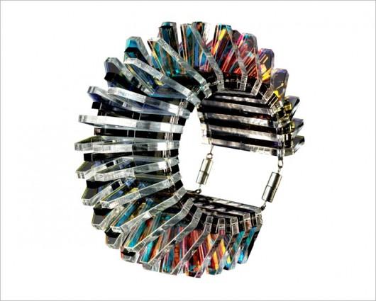 Futurismo sutil: Los accesorios de Sarah Angold