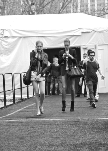 El estilo urbano de las modelos durante la temporada SS 2011 (Parte IV)