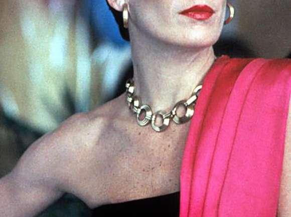 """Inspiración: Anjelica Huston en """"El honor de los Prizzi"""" (1985)"""