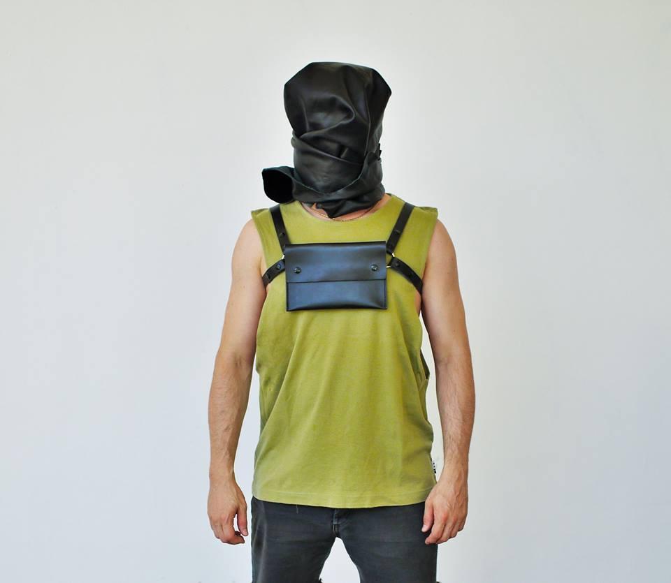 Harness Bag, un accesorio con guiños al sadomasoquismo
