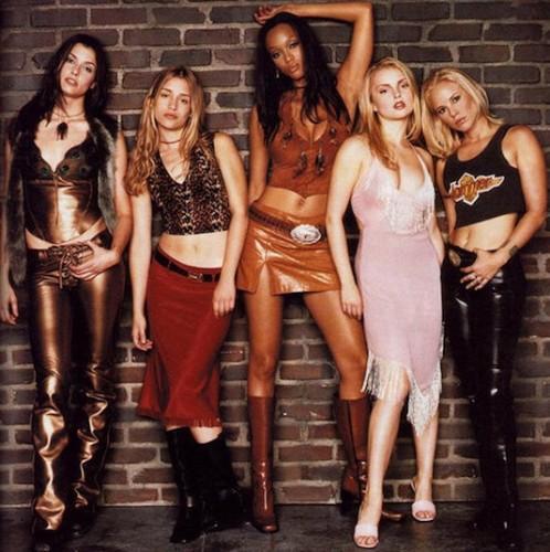"""16 años desde el estreno de """"Coyote Ugly"""": Modelos, música, sensualidad y tendencias"""