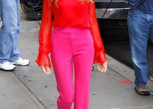 Rosa+Rojo, la combinación que gana popularidad en el vestir
