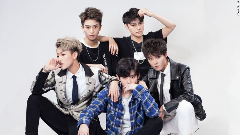 FFC-Acrush, la boy band china de mujeres que rompe con los géneros