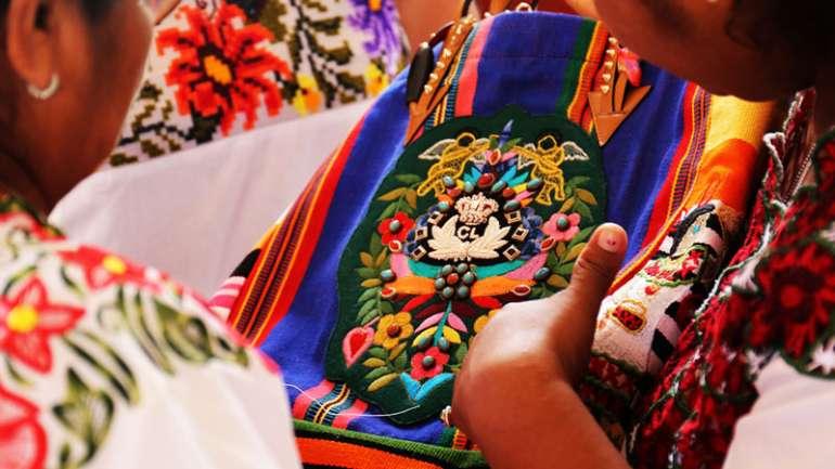 """""""Viva MEXICABA"""", la nueva colección de Louboutin y artesanas mayas"""