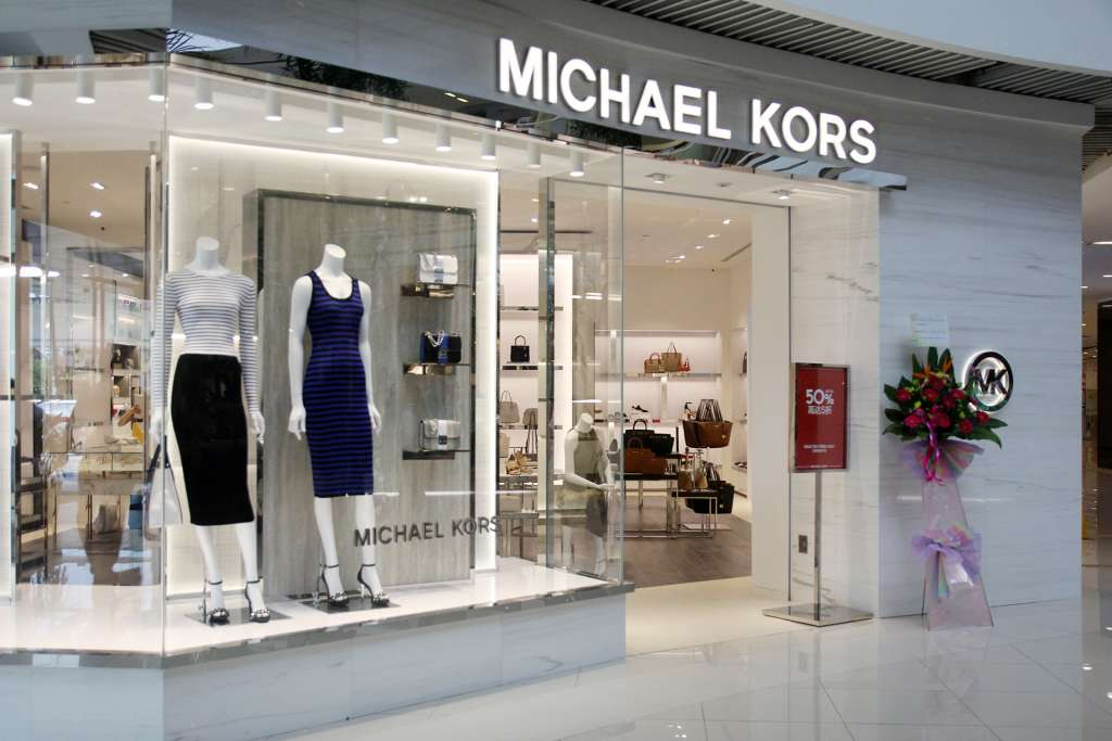 Michael Kors cerrará más de 100 tiendas en los próximos años