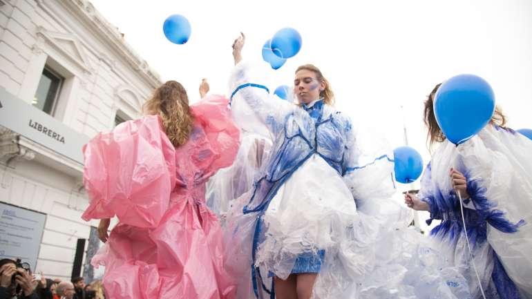 Yves Klein Retrospectiva, el desfile de la Cátedra Saltzman en Buenos Aires
