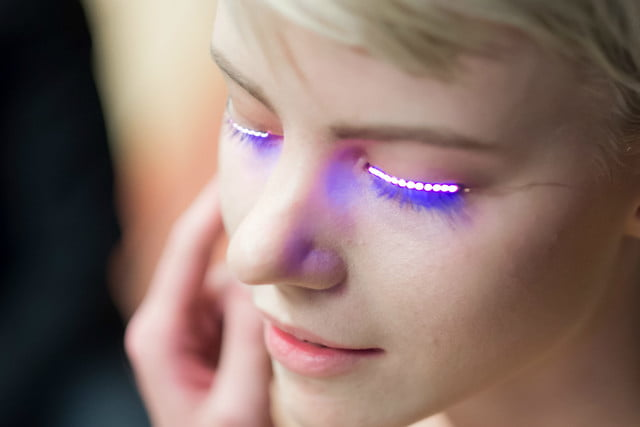Pestañas de LED, la nueva curiosidad del mundo del maquillaje
