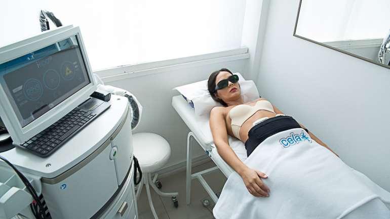 """Aquí te contamos cómo eliminar el """"rollito"""" abdominal con los tratamientos láser de Clínica Cela"""