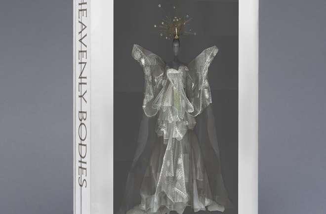 Heavenly Bodies: Fashion and the Catholic Imagination, el libro que se presentará en la Met Gala