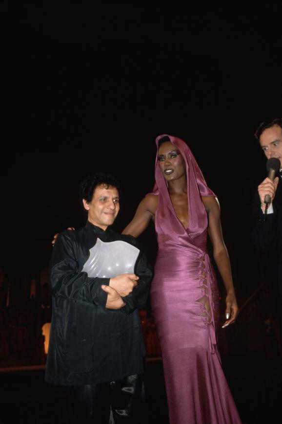 """Recordando a los """"Oscars de la Moda"""", la ceremonia que celebró a los diseñadores en París"""