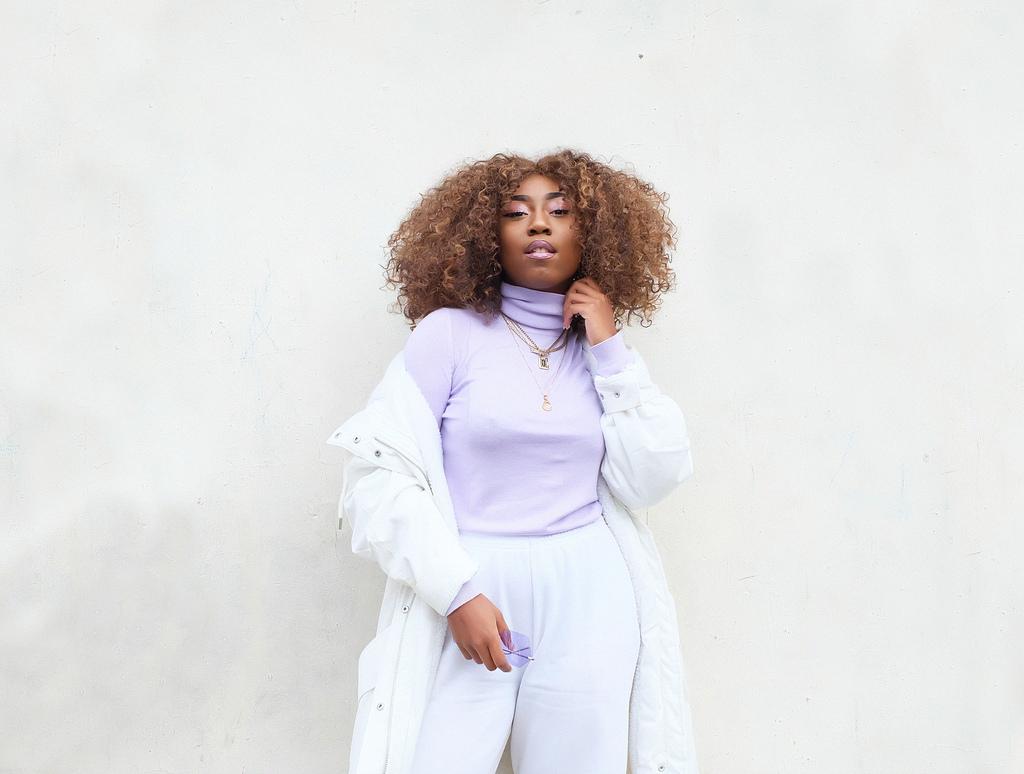 @vintagedollrisa, la bloguera londinense amante del streetwear y el body-positive