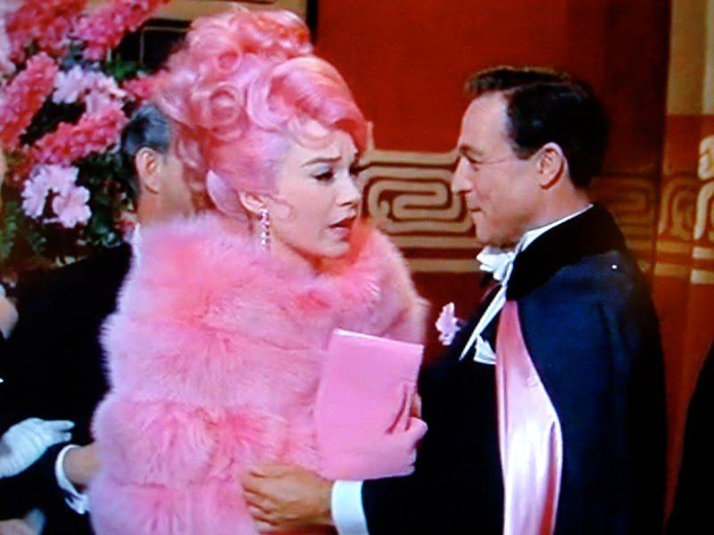 """El increíble vestuario de la película """"What a way to go"""" (1964)"""