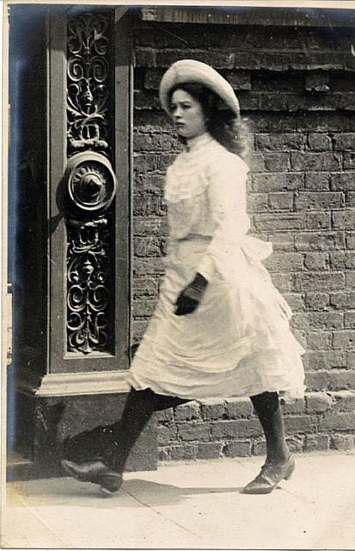 Edward Linley Sambourne, el primer fotógrafo que se atrevió a capturar el estilo callejero