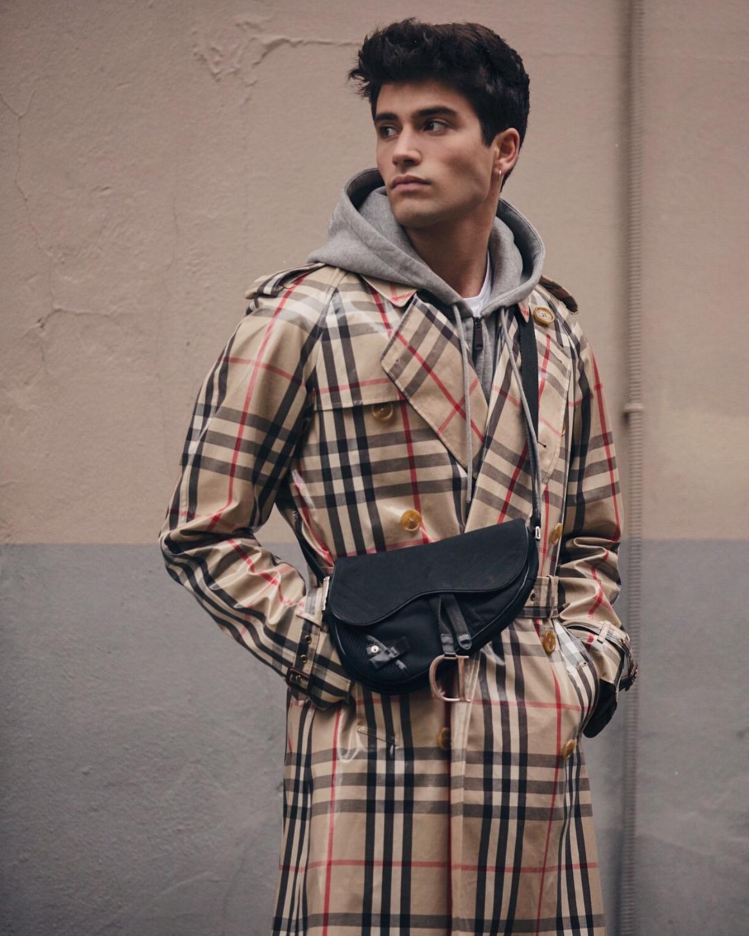 18 años después, el icónico bolso #Saddlebag de Dior está de regreso (y viene en formato unisex)