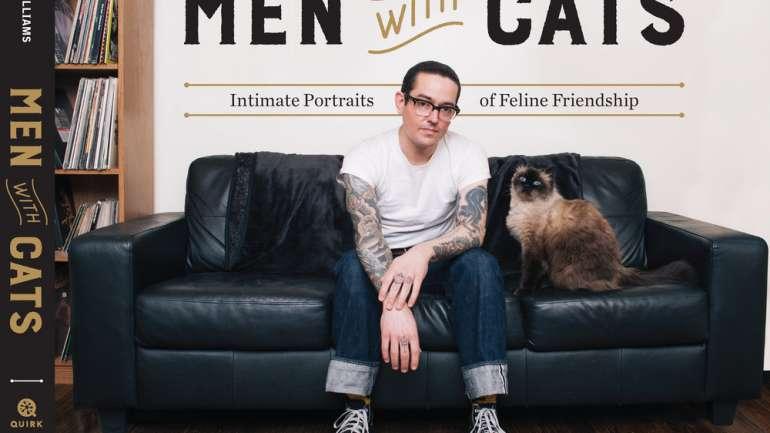 """Amor por los gatos: """"Men with cats"""", el libro fotográfico de David Williams"""
