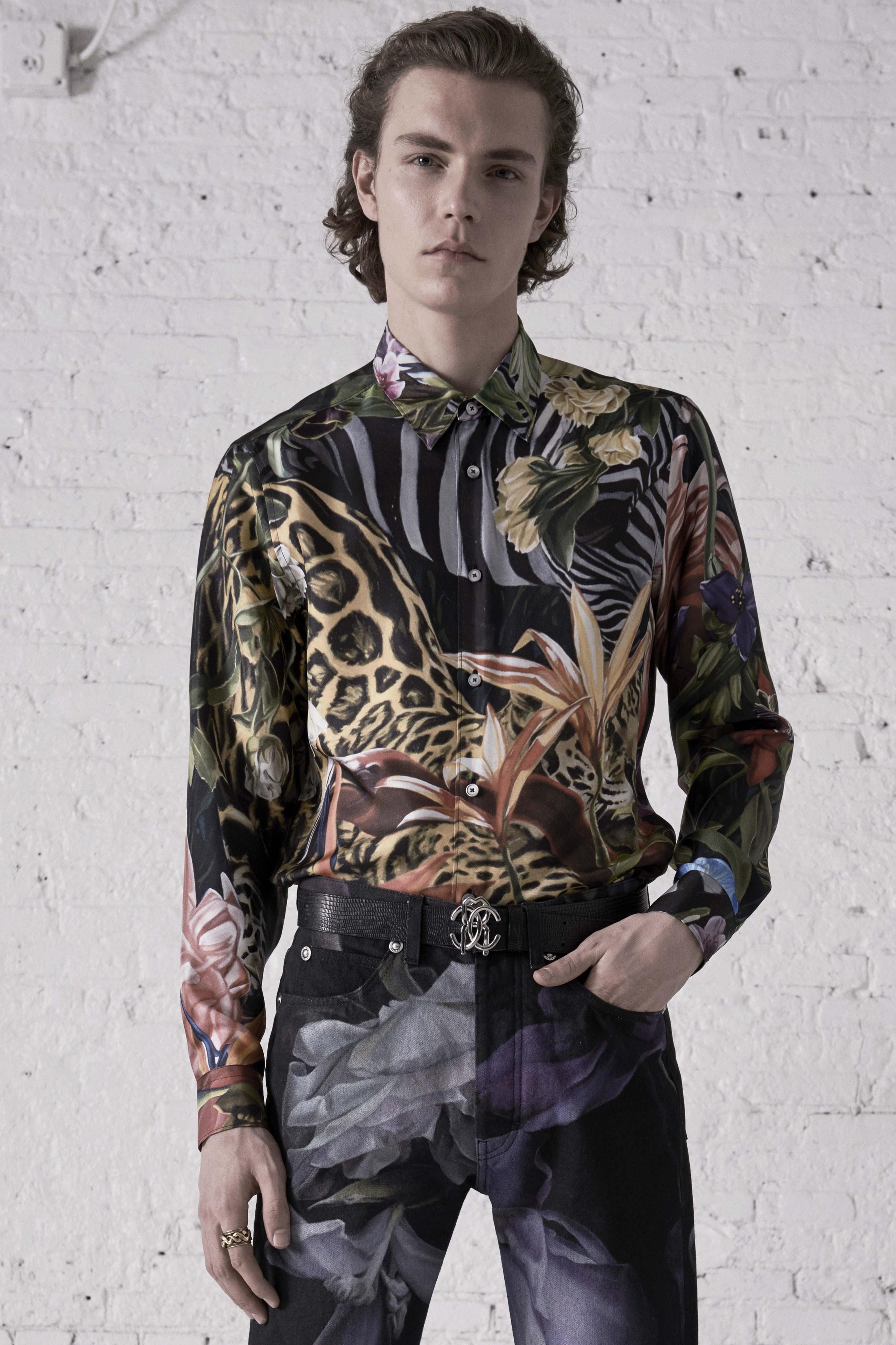 Un chileno en la moda: José Pedro Godoy crea estampados para la última colección de Cavalli
