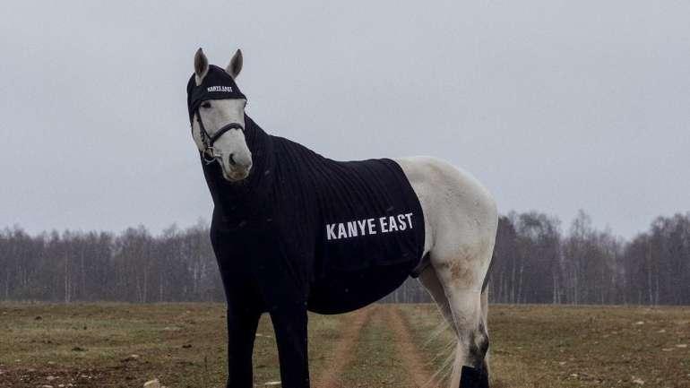 Kanye East, la marca de merchandising de Tommy Cash que se ríe del lujo
