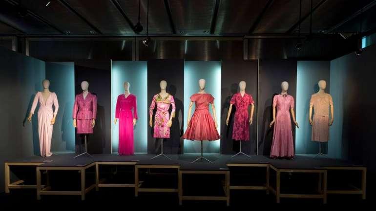 """""""La vie en rose"""", la exhibición del Museo del Traje que rompe estereotipos con el rosa"""