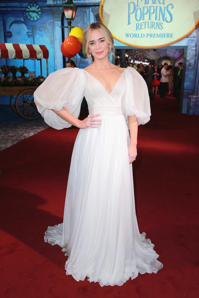 """Los looks de Emily Blunt en los estrenos de """"Mary Poppins Returns"""""""