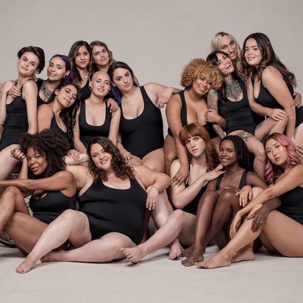 """Entrevista a Antonia Larraín, la comunicadora y modelo tras el proyecto Tallas Para Todes: """"Me importa llegar a todo el mundo que ha llorado en el probador, a todos los que sienten que no están representados en la publicidad y mostrarles que somos muchos y que no están solos"""""""