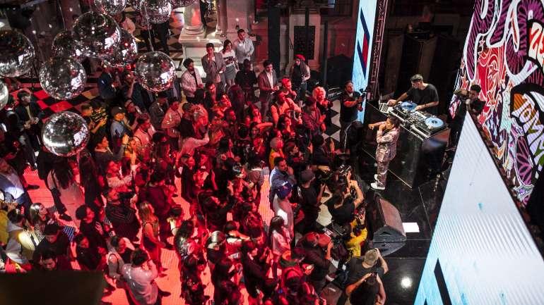 Onda disco, hip hop y los '70: El lanzamiento de la colección TommyxZendaya en Chile