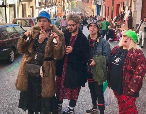 Entrevista a Alejandra Seijas, creadora de @TodoRastro, el Instagram que recopila los mejores looks y datos de la feria más icónica de Madrid