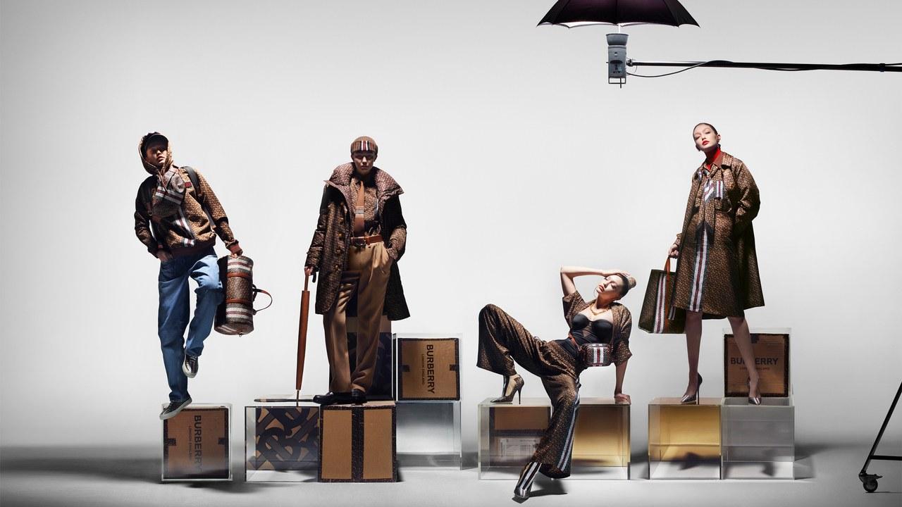 La primera campaña de monogramas de Burberry protagonizada por Gigi Hadid