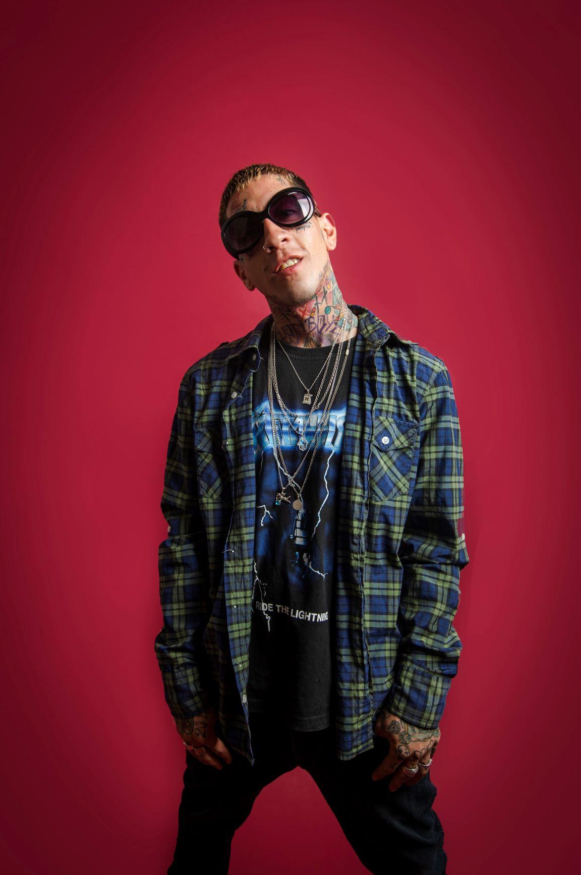 """Entrevista al artista urbano Lil Dirty: """"No basta solo con cantar bien y tener un buen ritmo, la imagen, la actitud y el carisma también influyen"""""""