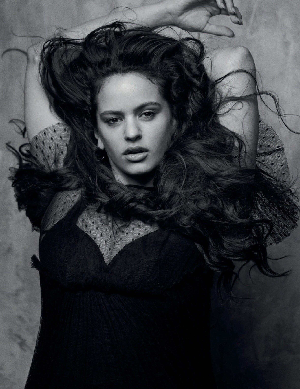 La editorial de Rosalía fotografiada por Peter Lindbergh