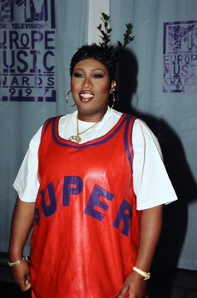 Recordando el estilo de Missy Elliott en los noventa