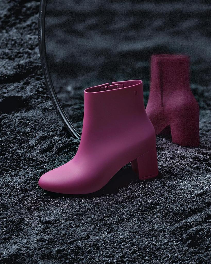 Zapatos para invierno: ¿cuáles son mejores los de plástico o cuero?