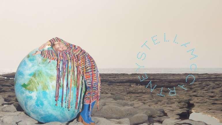 Stella McCartney presenta su campaña de invierno 2019 con miembros de Extinction Rebellion
