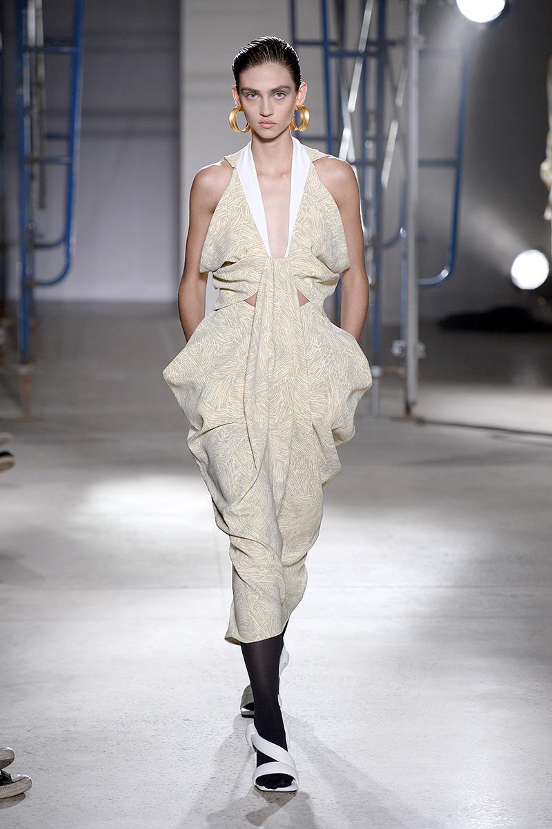 La modelo mexicana Krini Hernández desfiló para Proenza Schouler y Prada en este Fashion Month