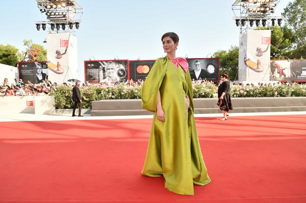 Los looks de Mariana di Girólamo en el Festival de Cine de Venecia