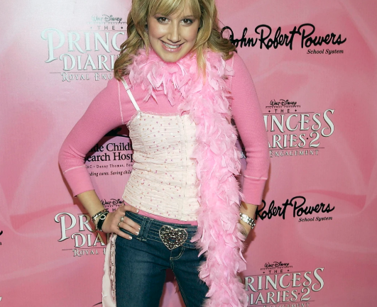 Recordemos los looks de Ashley Tisdale en el 2000