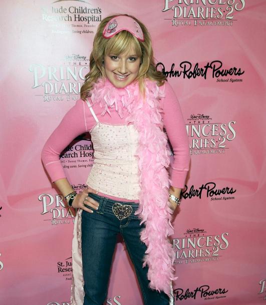 Recordemos los looks de Ashley Tisdale en el 2000