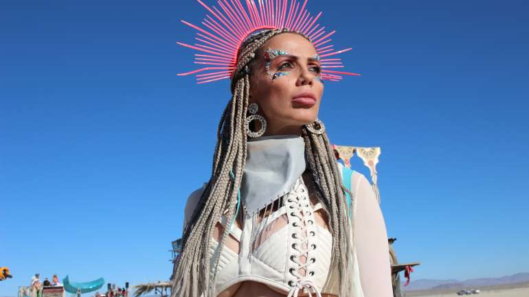 VisteLaCalle viajó hasta el desierto de Nevada para capturar losmejores looks de Burning Man 2019