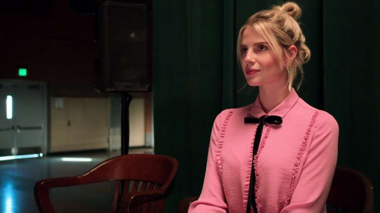 El estilo de Lucy Boynton en The Politician