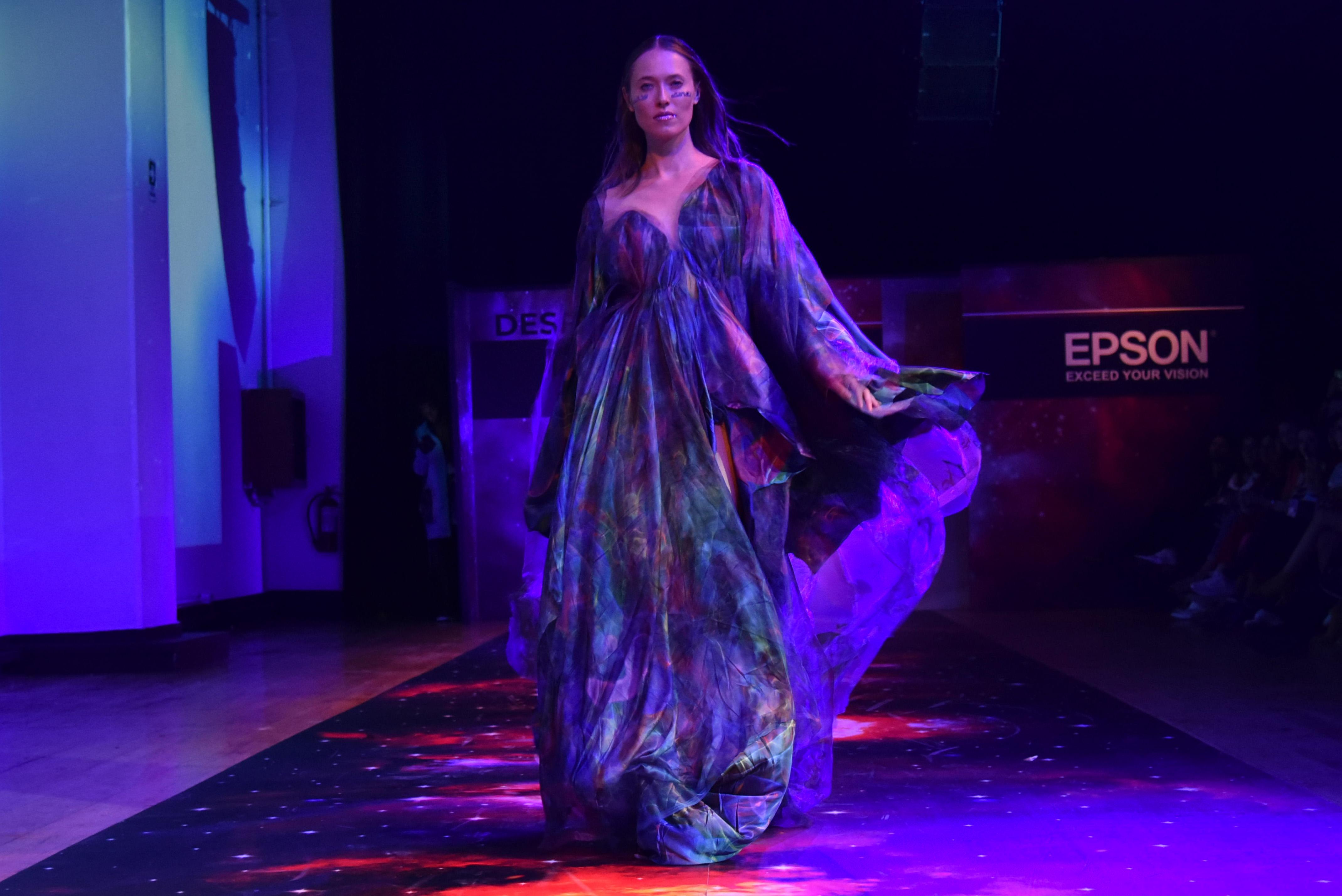 Desfile Cosmos de Epson x VisteLaCalle: María Jesús Jofré
